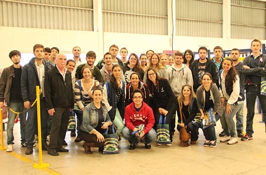 Alunos da UEM visitam a Ziober Brasil.