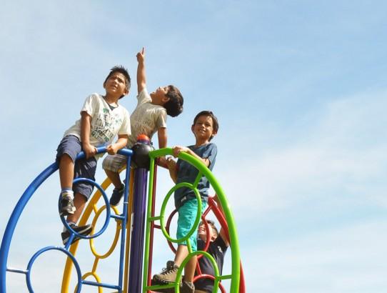 Escalada Meia Lua: para a criança interagir, exercitar e se desenvolver brincando