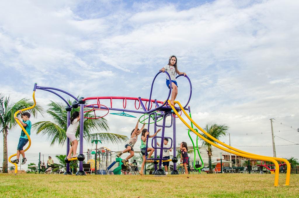 Crianças se divertindo no Multi Infantil da Ziober Brasil